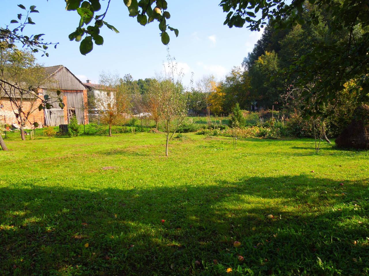 Chalupa – Velký Vřešťov, zahrada za stodolou
