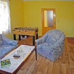 Obývací pokoj (teď již s krbovými kamny)