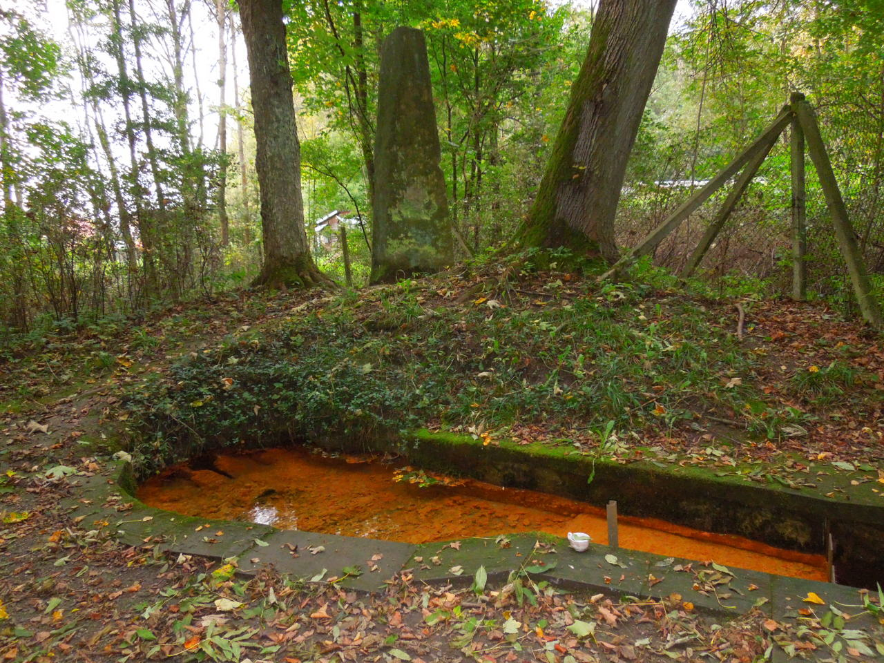 Velký Vřešťov – Studánka s pitnou železitou vodou
