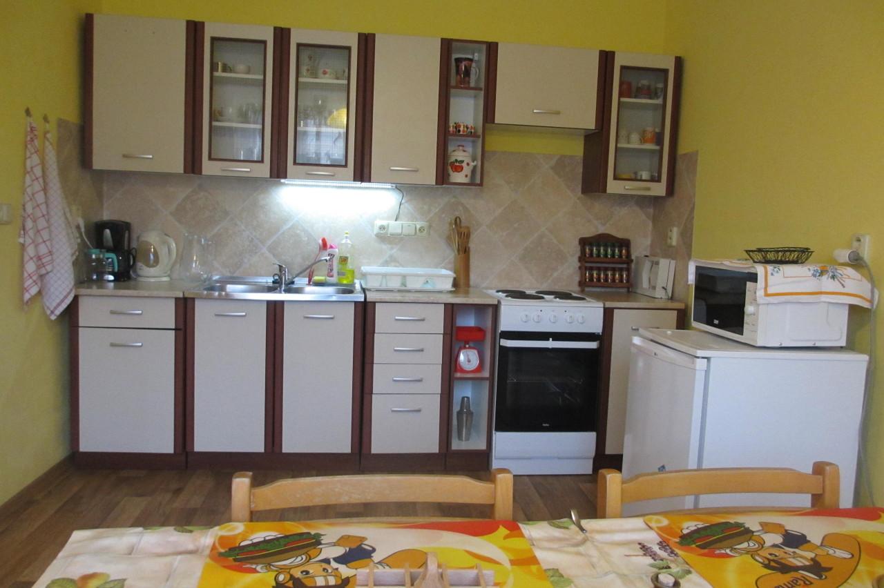 Velký Vřešťov – kuchyňská linka