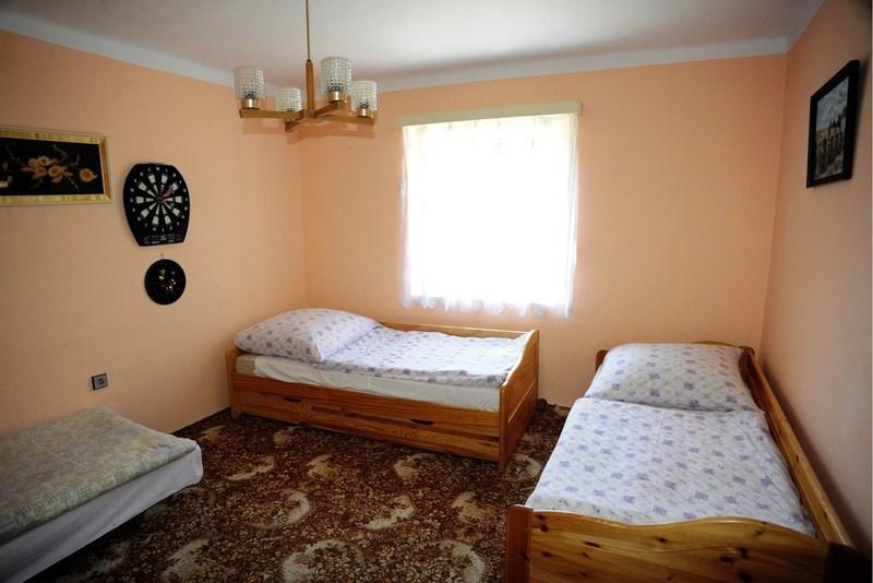 Velký Vřešťov – ložnice (celkem 6 postelí ve 2 ložnicích)