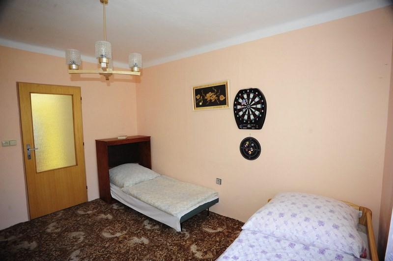 Velký Vřešťov – ložnice č. 1 (celkem 6 postelí ve 2 ložnicích)