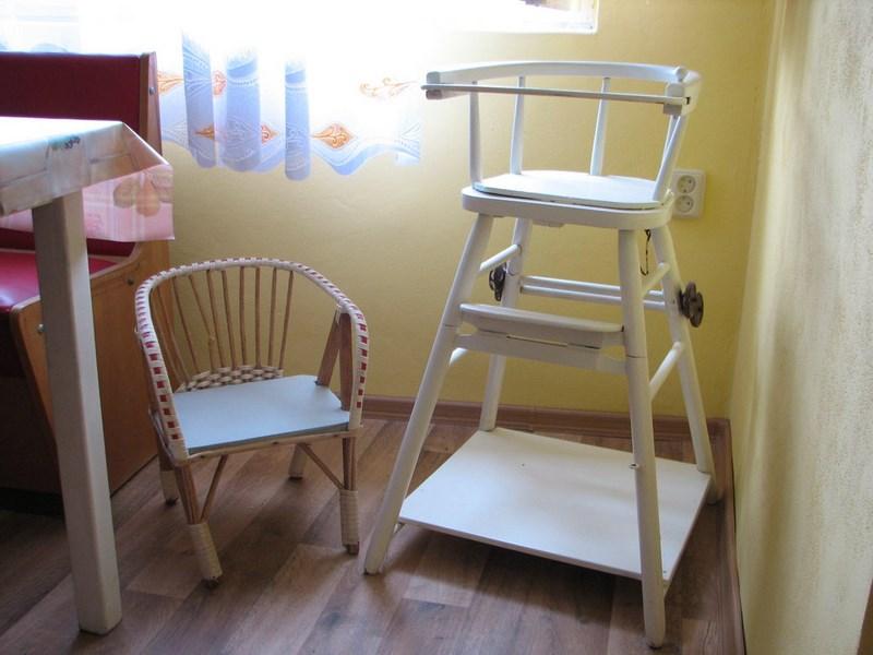 Velký Vřešťov – kuchyň, židličky pro děti