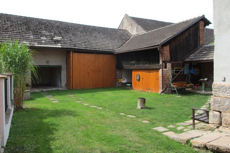 Chalupa – Velký Vřešťov, uzavřený dvůr, garáž