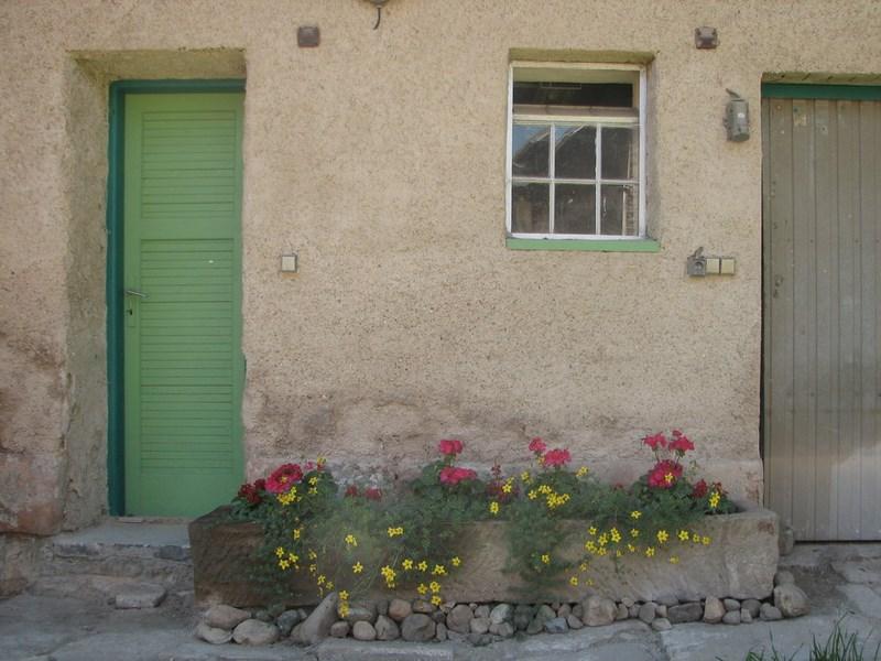 Chalupa – Velký Vřešťov, před garáží