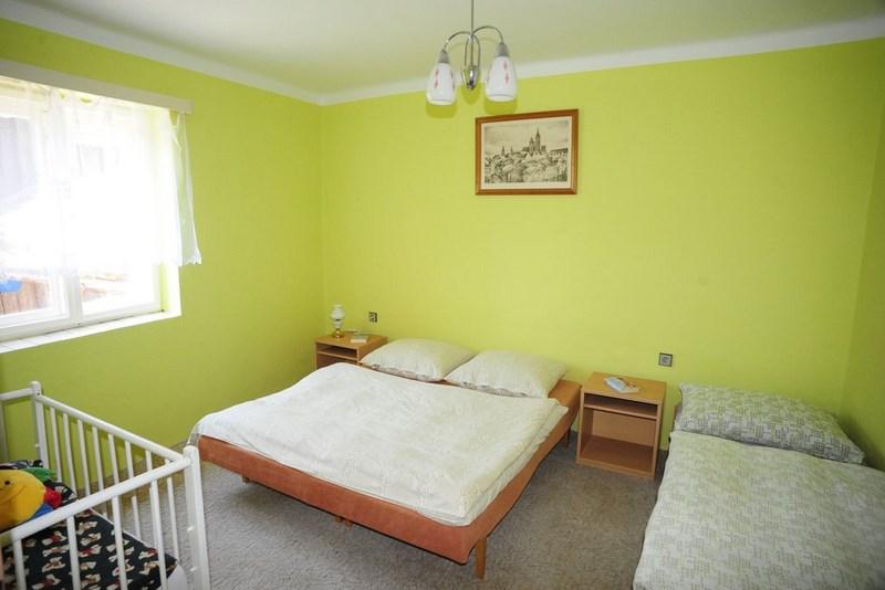 Velký Vřešťov – ložnice č. 2, dětská postýlka