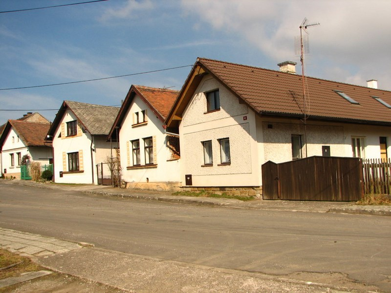 Velký Vřešťov – domky ve vesnici