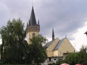 Kostel Dvůr Králové n/L