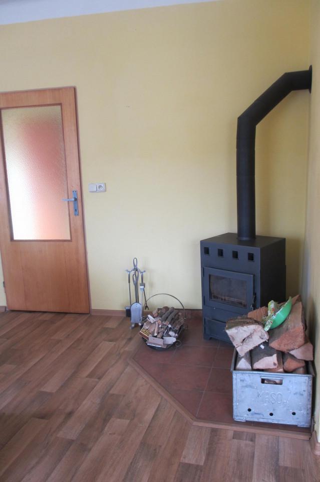 Velký Vřešťov – obývací pokoj, krbová kamna