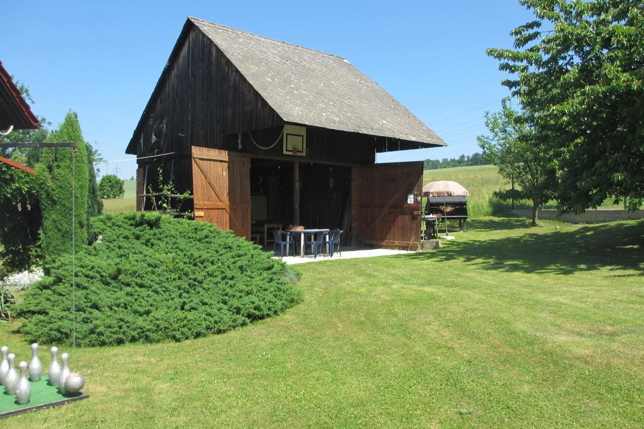 Bílé Poličany – stodola, zahrada